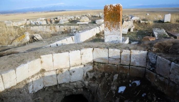 Türk-İslam mezarlığına alçak saldırı!