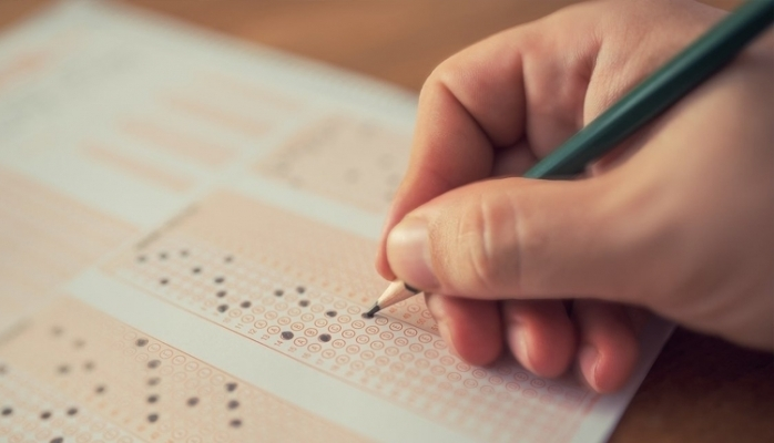 Sınav ücreti ailelerin belini büküyor