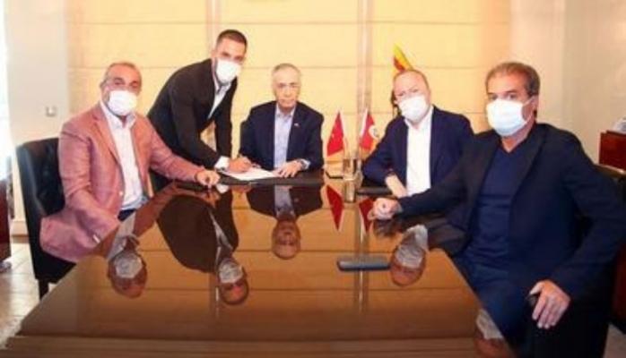 Arda Turan yeniden Galatasaray'da