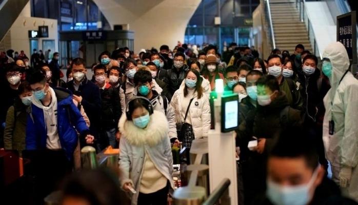Wuhan'da insanlar sokakta, İtalya'da en ölümcül gün