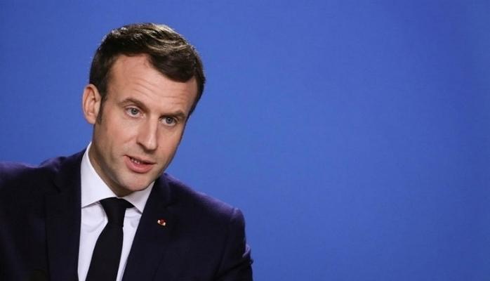Macron polisle tartıştı