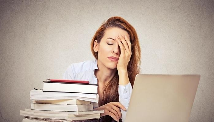 Sürekli yorgun ve uykulu hissetmenizin nedenleri