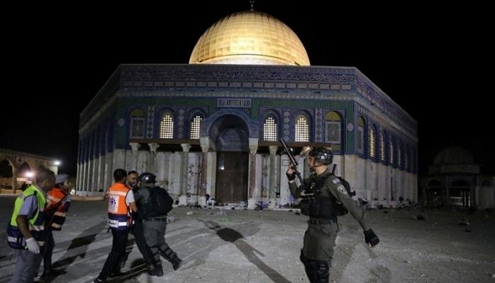 Mescid-i Aksa'da Filistinliler ve İsrail Polisi Çatıştı
