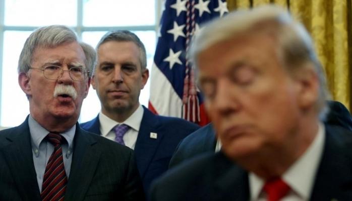 Trump'tan Bolton'u hedef aldı